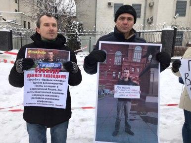Біля посольства РФ відбулась акція на підтримку росіянина Дениса Бахолдіна. Фото: ASPI.com.ua
